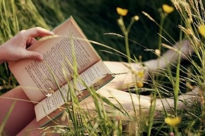 blossom-book-books-girl-hand-Favim.com-138747.jpg