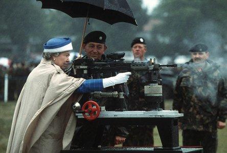 Queen_firing_rifle.jpg