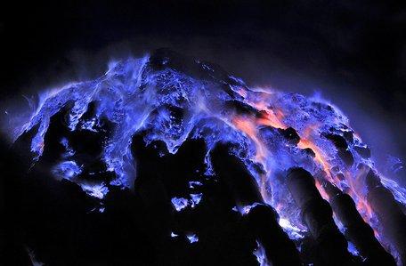 kawah_ljen_volcano_with_blue_slag__1_.jpg