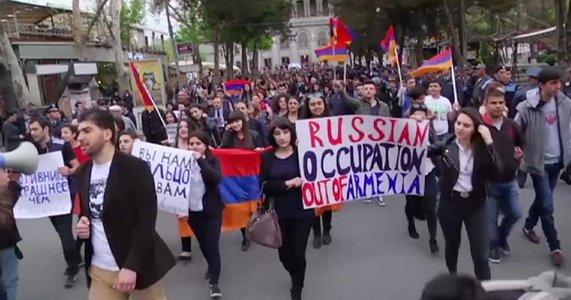 1200x630_329953_armenians-protest-against-russian-arm.jpg.jpg