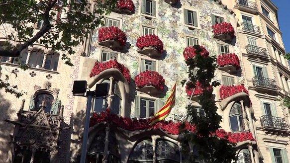 Casa-Batllo-and-roses.jpeg.jpg
