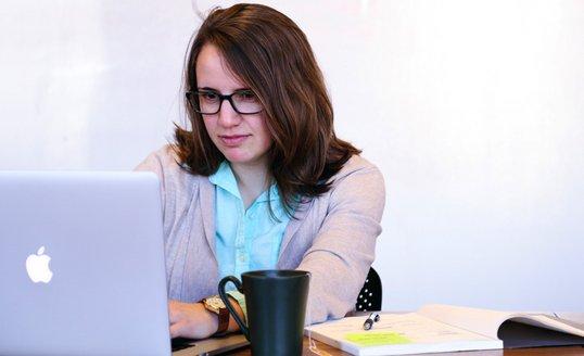 woman-office-computer.jpg.jpg