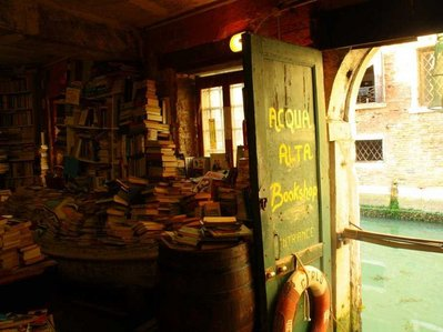 libreria-acqua-alta-venice.jpg.jpg