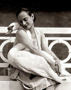 la-danseuse-anna-pavlova-with-her-pet-swan-jack-1905-via-artprints-1-1.jpg.jpg