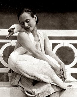 la-danseuse-anna-pavlova-with-her-pet-swan-jack-1905-via-artprints-1-1.jpg.jpg