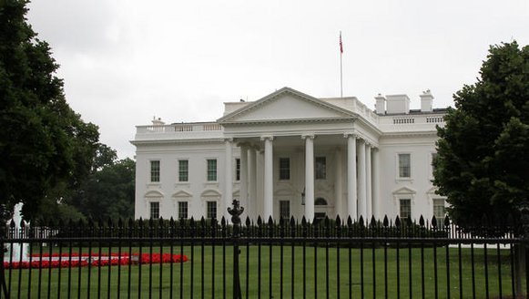 the-white-house-on-a-dull-day-2-27083137064.jpg