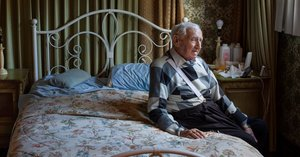 Lovers in Auschwitz, Reunited 72 Years Later. He Had One Que... thumbnail